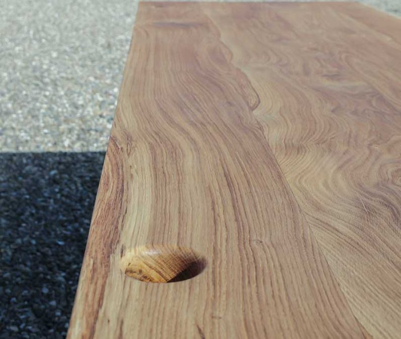 traesmeden skrivebord med hul