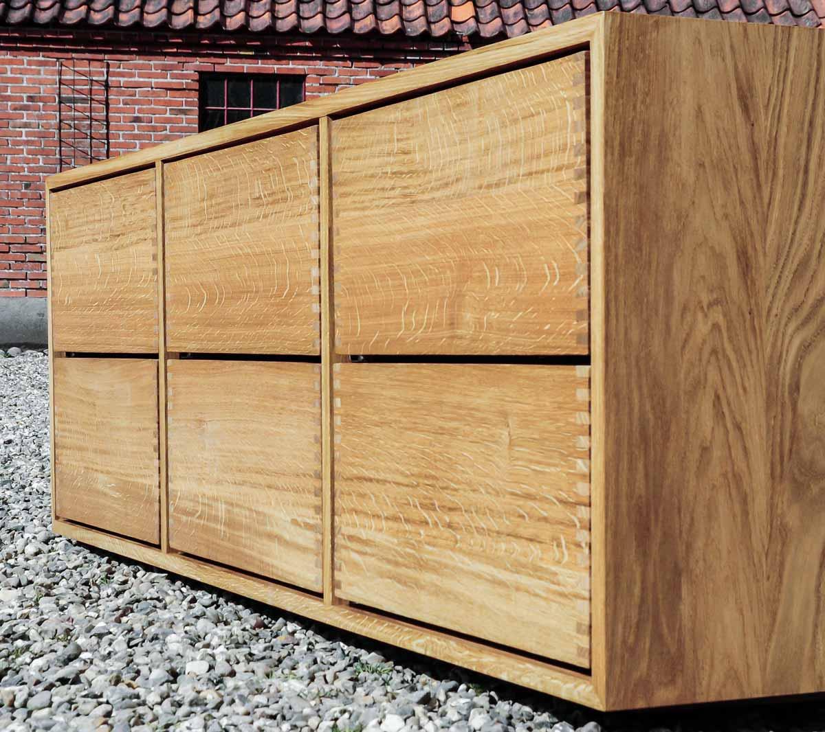 Træsmedens badeværelsesmøbel med softclose