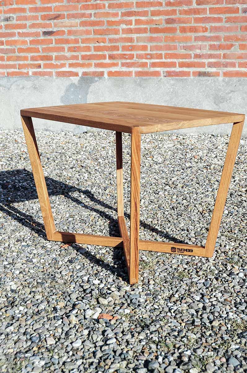 Træsmeden sofabord i tidløst design